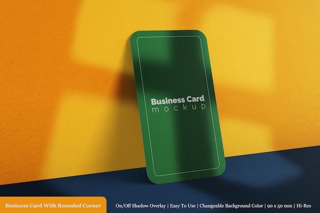 90x50mm verticaal psd premium mockup voor één visitekaartje met structuurpapier