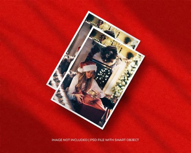 A4-papieren fotolijstmodel voor kerst- of nieuwjaarsmodel en rode achtergrond met schaduwoverlay