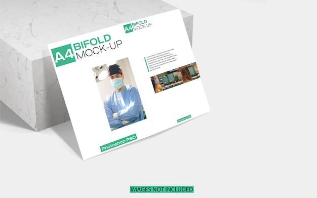 A4 tweevoudig brochuremodel op marmer
