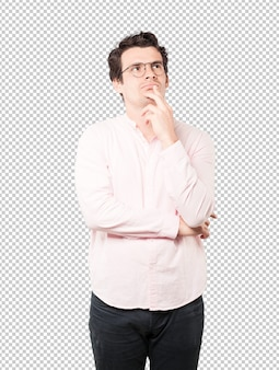 Aarzelende jonge man die omhoog gebaar kijkt