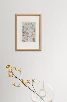 Abstract schilderij dat aan de muur hangt, minimaal interieurontwerp