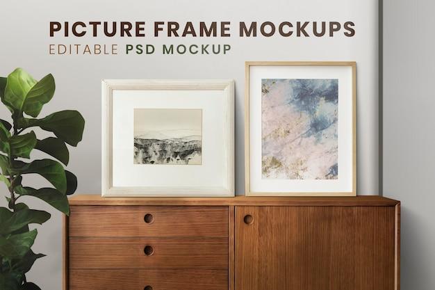 Abstracte verf in een fotolijstmodel op de donkergroene muur