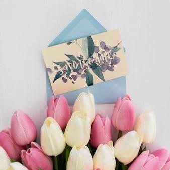 Acquerello di mockup di invito matrimonio floreale