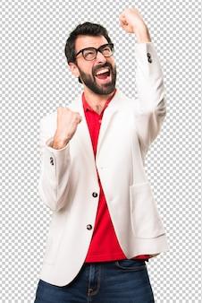 Afortunado hombre morena con gafas