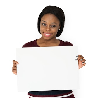 Afrikaanse afdaling vrouw glimlachend bedrijf papier