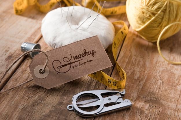 Agujas e hilo para coser