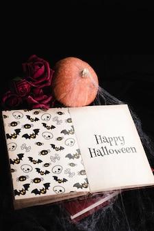 Alto angolo del concetto di halloween con il libro e la ragnatela