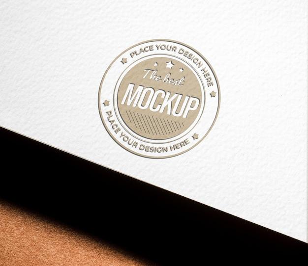 Alto angolo di mock-up di carta ruvida per affari