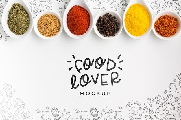 Amante del cibo e ciotole piene di spezie mock-up