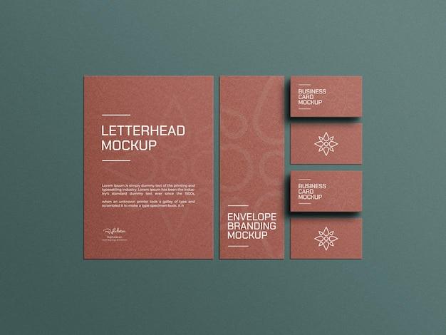 Ambachtelijk papieren briefpapier met mockup voor visitekaartjes
