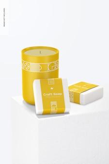 Ambachtelijke zeep met labelmodel met een stenen standaard