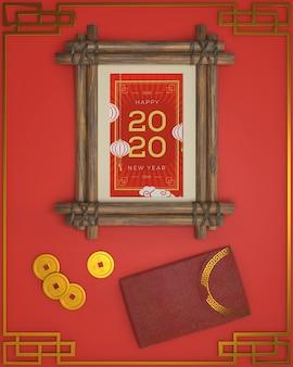 Año nuevo marco fechado y adornos al lado