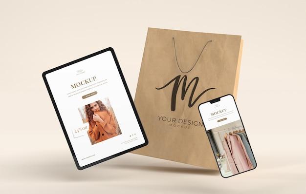 Apparaten winkelen en mockup voor papieren zakken