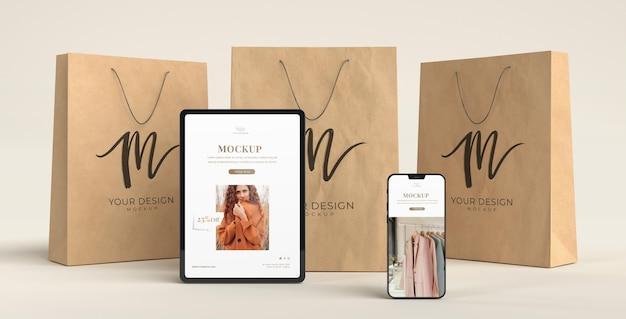 Apparaten winkelen en papieren zakken
