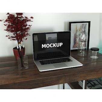 Área de trabajo de diseñador gráfico con ordenador portátil