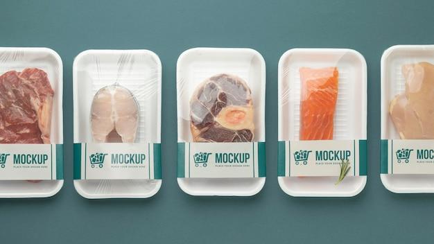 Arreglo de alimentos congelados con empaque de maqueta