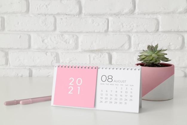 Arreglo creativo de calendario de maquetas