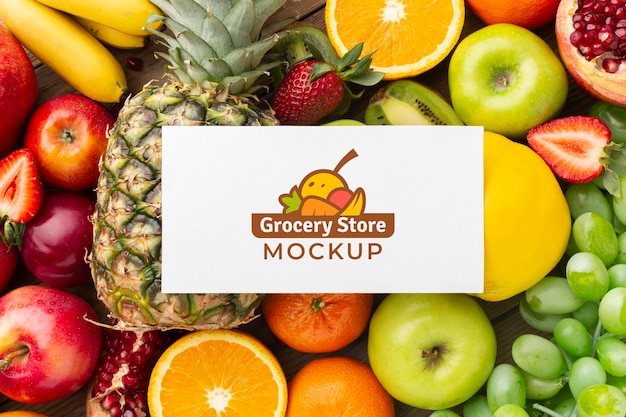 Arreglo de deliciosas verduras y frutas con tarjeta de maqueta