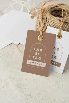 Arreglo de etiquetas de papel de maqueta