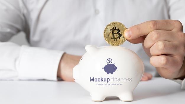 Arreglo financiero con maqueta de alcancía