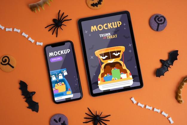 Arreglo de halloween con dispositivos de maqueta.