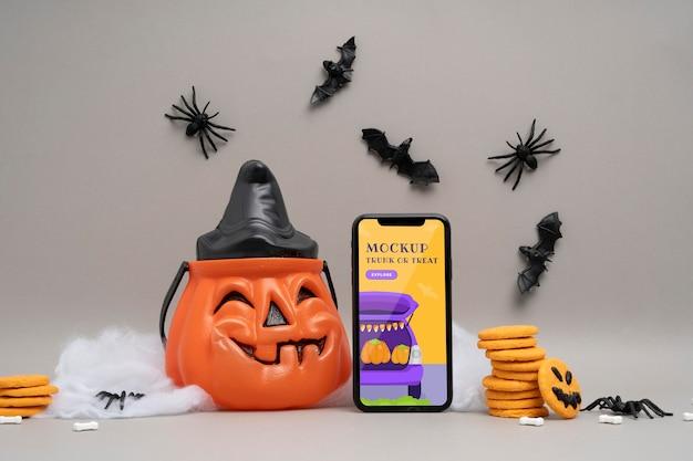 Arreglo de halloween con smartphone de maqueta