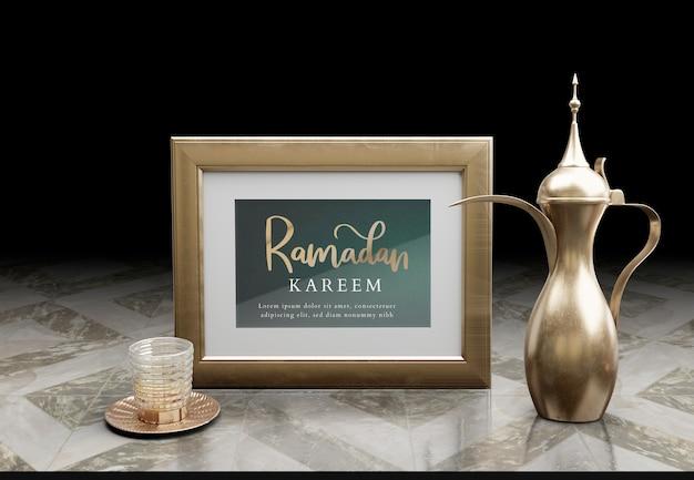 Arreglo islámico de año nuevo con tetera dorada sobre mesa de mármol