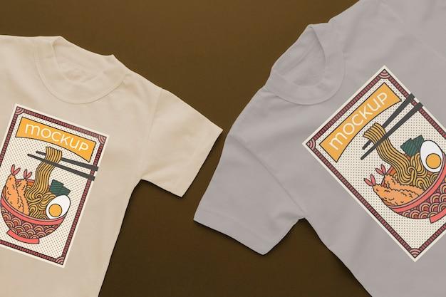 Arreglo de maqueta de camiseta japonesa de vista superior