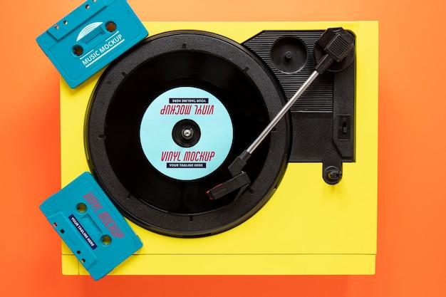 Arreglo con maqueta de disco de vinilo