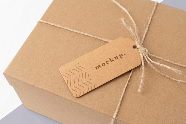 Arreglo con maqueta de etiqueta de caja artesanal