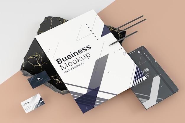 Arreglo de maqueta de papelería empresarial vista alta