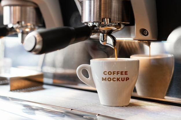 Arreglo de la maqueta de la taza de café