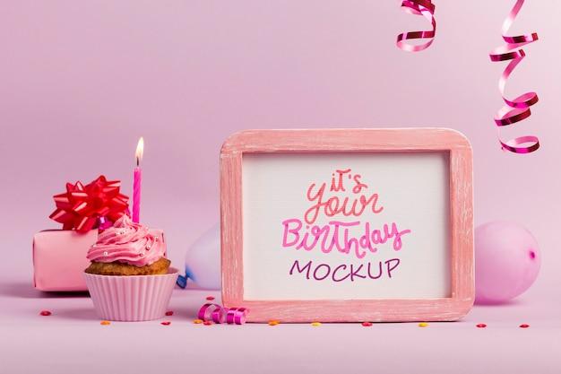 Arreglo con marco y cupcake