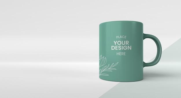 Arreglo mínimo de taza de café con espacio de copia PSD gratuito