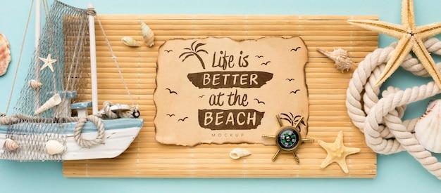 Arreglo plano de artículos de verano