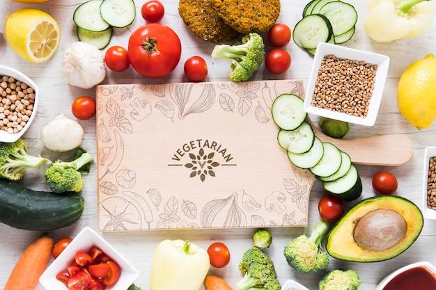 Arreglo plano con comida saludable