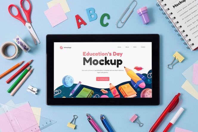 Arreglo de la tableta de la maqueta del día de la educación
