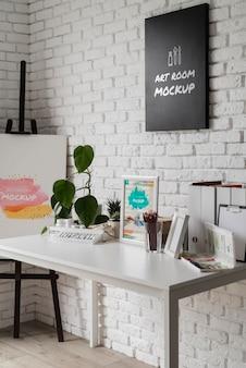 Artist werkplekbureau met tools
