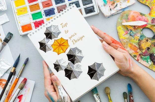 Artistiek en kleurrijk concept op notitieboekje