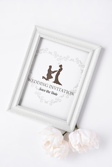 Artistieke bruiloft uitnodiging op een plat lag