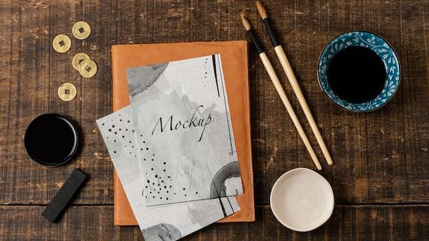 Assortiment chinese inktelementen met papieren mock-up