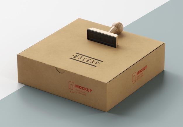 Assortiment van met stempel gelabelde doos