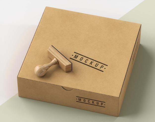 Assortiment van stempel en doos geëtiketteerd