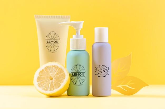 Assortimento di cosmetici con succo di limone naturale