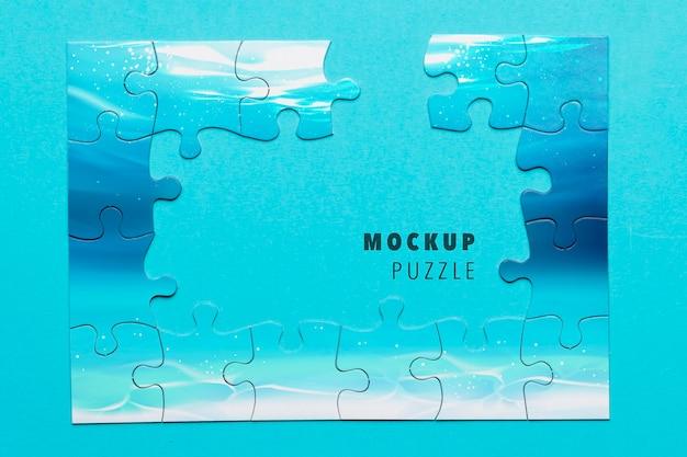 Assortimento piatto con puzzle incompleto