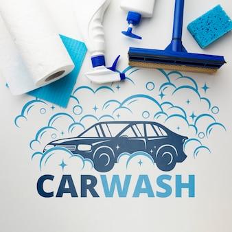 Autowasseretteconcept met het schoonmaken van hulpmiddelen