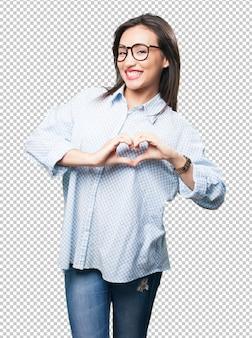 Aziatische vrouw die hartsymbool doet