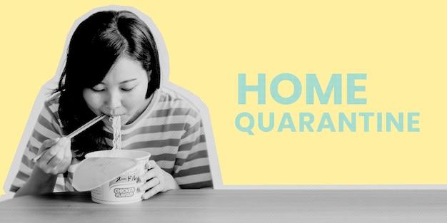 Aziatische vrouw die instantnoedels eet tijdens de quarantainesjabloon van het coronavirus