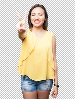 Aziatische vrouw die nummer twee gebaar doet