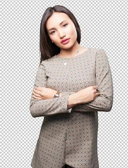 Aziatische vrouw die wapens kruist